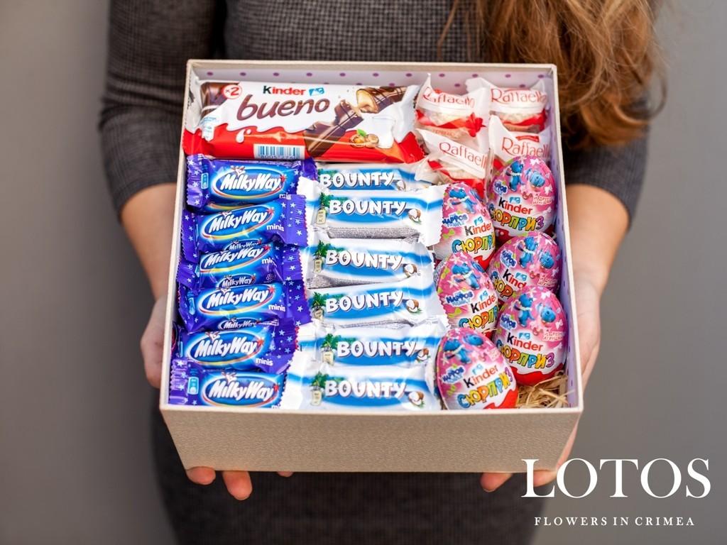 Подарок на день рождения коробка со сладостями 958